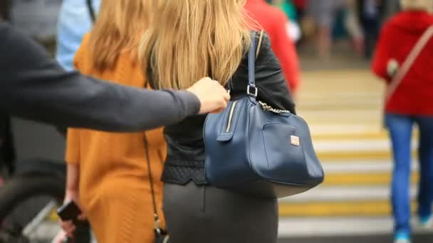 Pickpocketing: How to protect yourself from pickpockets.